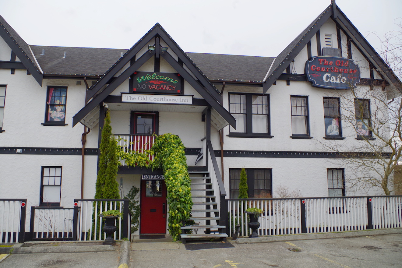 The Old Courthouse Inn is a favourite Powell River Accommodation